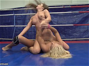 Cathy Heaven and Ivana Sugar twat gobble in the ring