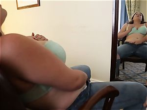 chesty Kimberlee pleasuring Her muff With A toy