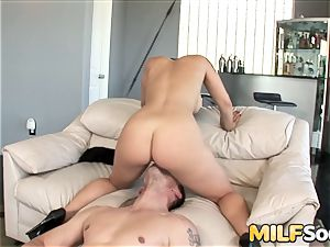 cougar Liza Del Sierra Is an ass fucking mega-bitch