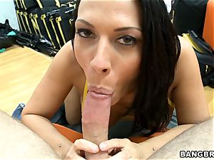 Rachel Starr providing an outstanding suck off