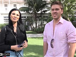 Jasmine Jae brings her guy toy along for a point of view smashing