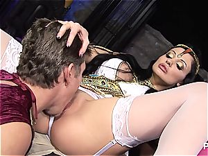 group hump at the museum with Aletta Ocean