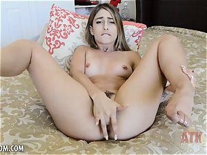 Kristen Scott fumbles cooter until she orgasms