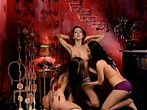 Sonia, Suzie and Eufrat engaging in a 3 way