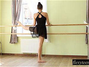 super-sexy damsel Regina does gymnastic acting