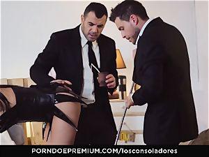 LOS CONSOLADORES - Julia De Lucia loves mischievous foursome