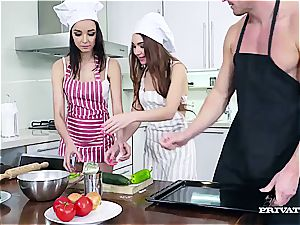 warm assfuck 3 way with Pizza in the kitchen