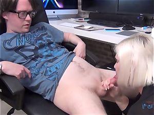torrid cougar Lacey Starr spear sucking