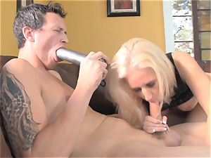 Sammie Spades tears up her fellow with a wire on