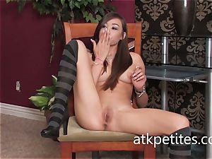 Ariel Rose gropes Her tasty, jummy coochie