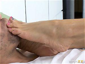 wondrous jail doctor Ariella Ferrera wanks off her patient