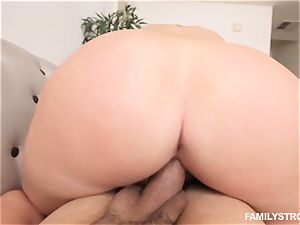 obese blond nubile Melissa May nails her stepbrother
