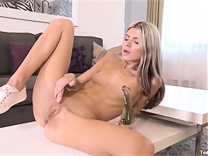 Finger screwing Gina Gerson With fucktoy