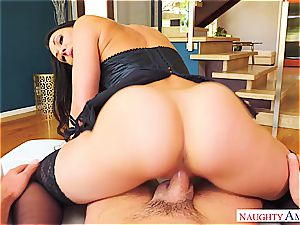 passion and tantric eagerness comes with Rachel Starr and her very inappropriate behaviour