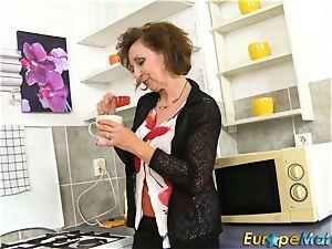 older Dana inviting Coffee Time Showoff