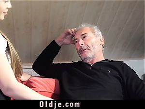 Russian gal blow The wood of an aged grandpa