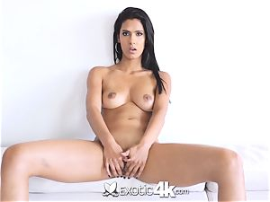 EXOTIC4K Indian lady spreads wet honeypot for enormous bone