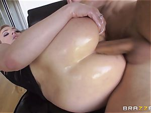 uber-sexy Dahlia Sky gets her butt hole serviced